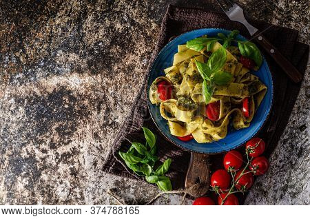Delicious Semolina Pasta With Homemade Pesto And Tomatoes