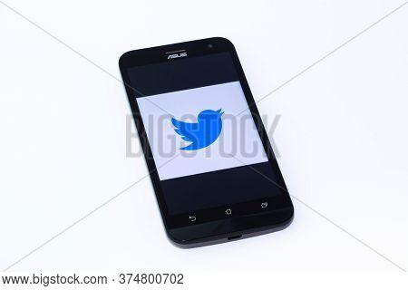 Kouvola, Finland - 23 January 2020: Twitter Lite App Logo On The Screen Of Smartphone Asus