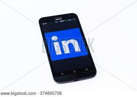 Kouvola, Finland - 23 January 2020: Linkedin App Logo On The Screen Of Smartphone Asus