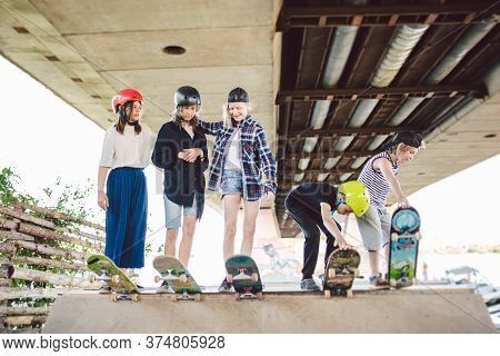 Group Of Friends Children At Skate Ramp. Portrait Of Confident Early Teenage Friends Hanging Out At