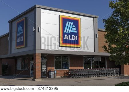 Shelbyville - Circa July 2020: Aldi Discount Supermarket. Aldi Sells A Range Of Grocery Items, Inclu