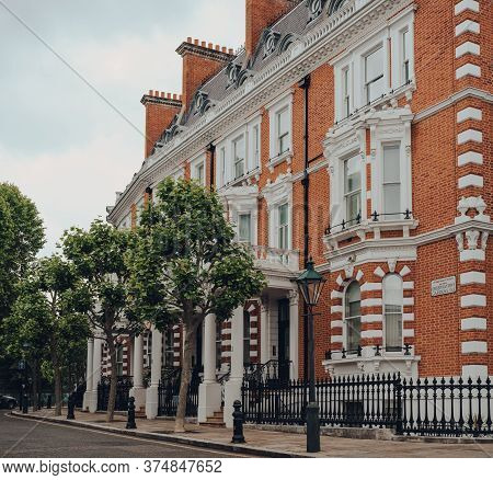 London, Uk - June 20, 2020: Row Of Traditional Houses With Stoops In Kensington, An Affluent Area Of