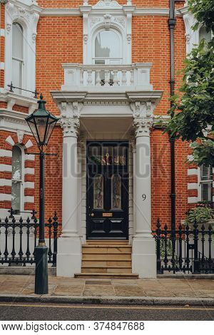 London, Uk - June 20, 2020: Entrance Of A Traditional House With A Stoop In Kensington, An Affluent