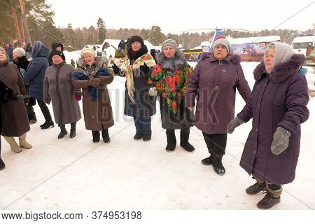 Russia, Kazan 24,02,2019 Elderly Women And Fellow Villagers Dance And Rejoice At The Village Holiday