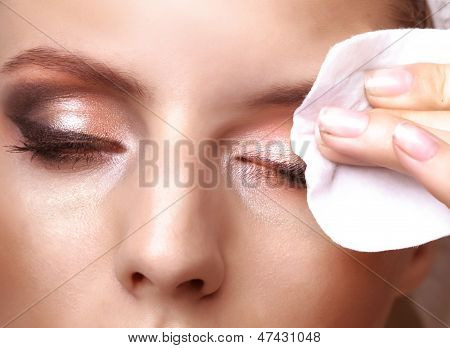 Removing makeup with cotton