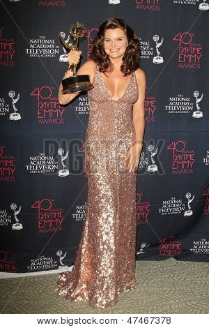 BEVERLY HILLS - JUN 16: Heather Tom with the Outstanding Lead Actress award for 'The Bold and the Beautiful' at the 40th Annual Daytime Emmy Awards on June 16, 2013 in Beverly Hills, California