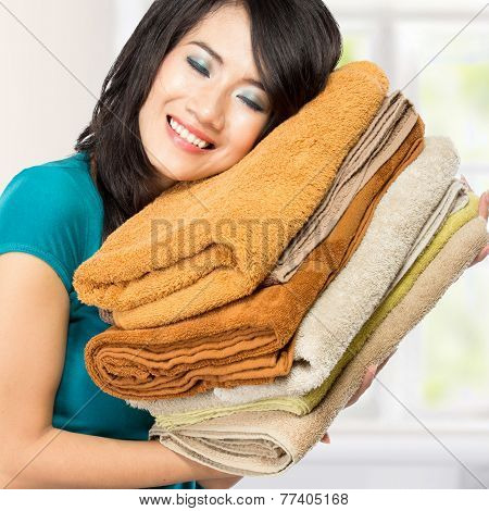 Housewife Smell Fresh Laundry