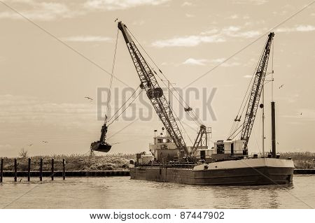 Effect Vintage. Small Dredge Marine