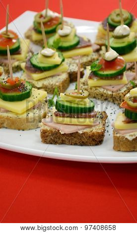 Catering food picure of a well decorated catering food