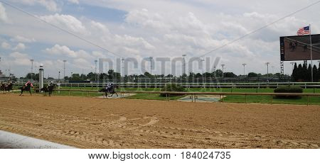 horses galloping by in race at Churchill Downs, May 27th, 2016