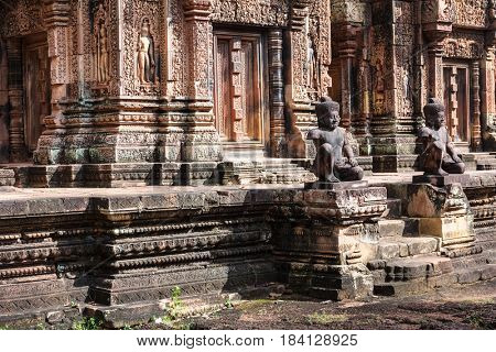 ruins at Banteay Srei red sandstone temple