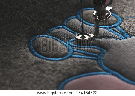 embroidery and application with embroidery machine - progress satin stitch - matte look