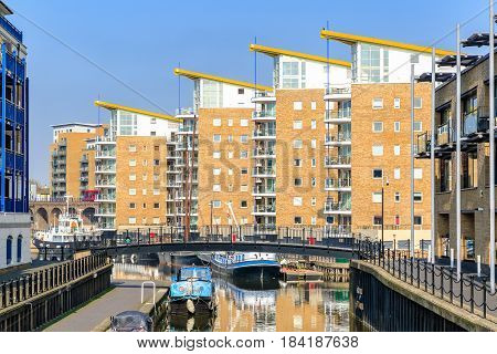 Waterside Apartments At Limehosue Basin