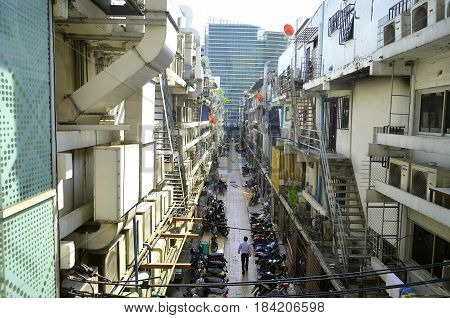 The street of the big city contains an urban landscape in which you can see a lot of shadowy structures, an ingenious technoculture