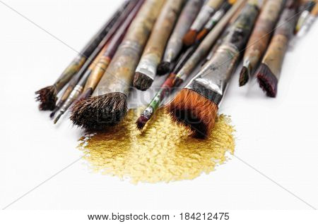 old paint brushes isolate on white background