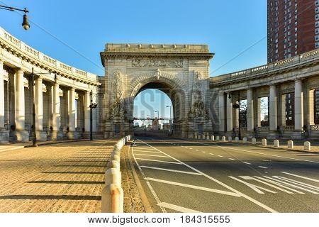 Manhattan Bridge Arch - New York, Usa