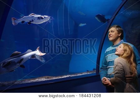 the happy father and daughter in oceanarium