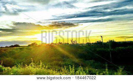 Nascer do Sol no campo Foto: Laryssa Cristiny Nascimento Moraes