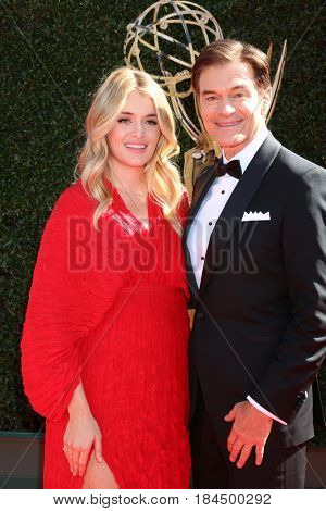 LOS ANGELES - APR 30:  Daphne Oz, Mehmet Oz at the 44th Daytime Emmy Awards - Arrivals at the Pasadena Civic Auditorium on April 30, 2017 in Pasadena, CA