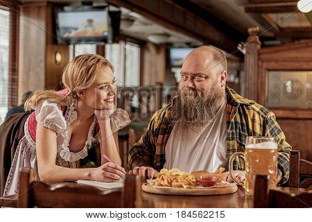 What beautiful waitress. Wonder man with overweight telling with outgoing attractive woman in boozer