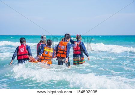 MOVE PATIENT IN SEA TRAINING 22-23 APRIL 2017 RAYONG THAILAND : training move patient patient in sea in water rescue course 22 - 23 April 2017 at RAYONG THAILAND