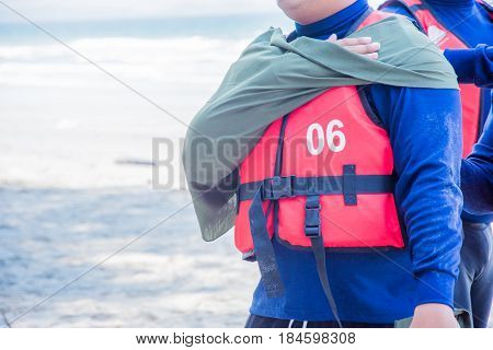 arm sling apply by triangle fabric first aid dislocation organ