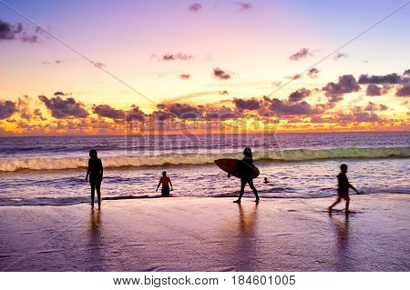 People At The Beach, Silhouette