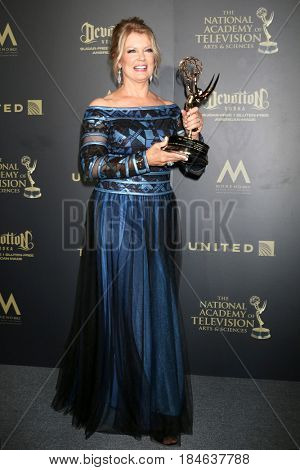 LOS ANGELES - APR 30:  Mary Hart, Lifetime Achievement Award Winner in the 44th Daytime Emmy Awards Press Room at the Pasadena Civic Auditorium on April 30, 2017 in Pasadena, CA