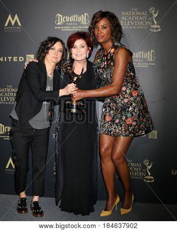 LOS ANGELES - APR 30:  Sara Gilbert, Sharon Osbourne, Aisha Tyler, The Talk in the 44th Daytime Emmy Awards Press Room at the Pasadena Civic Auditorium on April 30, 2017 in Pasadena, CA