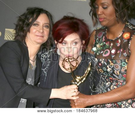 LOS ANGELES - APR 30:  Sara Gilbert, Sharon Osbourne, Aisha Tyler, he Talk in the 44th Daytime Emmy Awards Press Room at the Pasadena Civic Auditorium on April 30, 2017 in Pasadena, CA