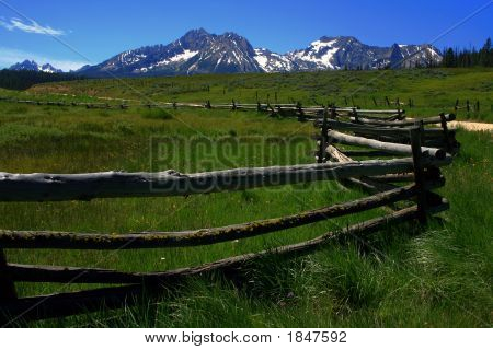 Sawtooth Fenceline