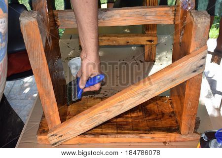 Arranging the old bench, painting an old wooden bench