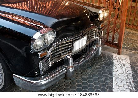 Headlight Lamp Black Vintage Classic Car With Vintage Effect Style Pictures. Side View Of Black Clas