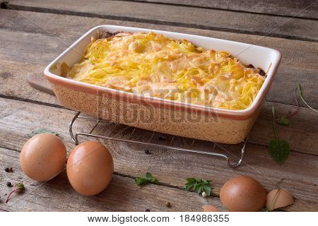 Baked pasta gratin with cheese and eggs.