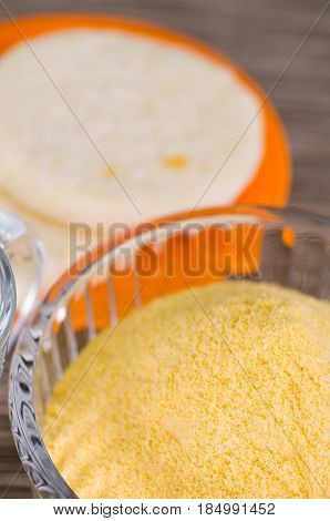 Flour to cook arepas inside of a cristal bowl .