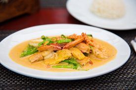 Thai curry. Shrimps mixed with vegetables and rice