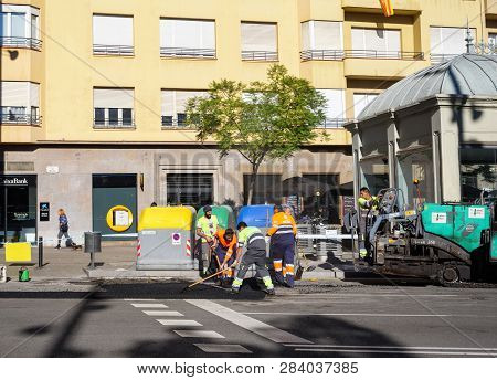 Barcelona, Spain - Nov 12, 2017: Maale Workers Arranging Fresh Asphalt On Placa De Molina In Sarria-