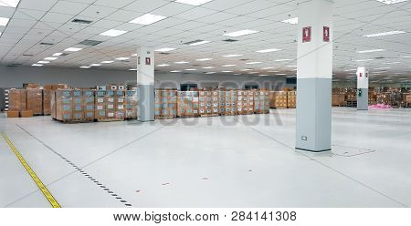 Small Warehouse Logistic Or Distribution Center In Electronic Industry. Interior Of Warehouse With R