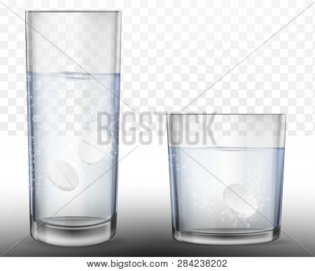 Realistic Effervescent Tablets In Glass Of Water. Vector Realistic Effervescent Pill With Bubbles Di