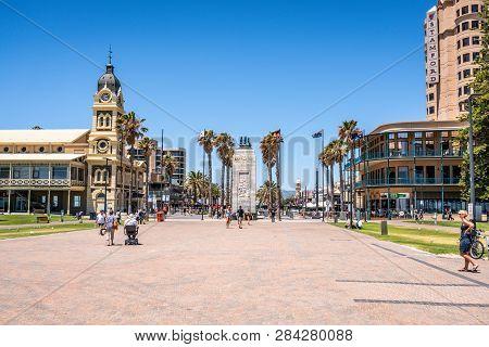 31st December 2018 , Glenelg Adelaide South Australia : Glenelg Moseley Square View From The Jetty W
