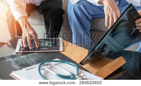 Surgical Doctor Teamwork, Er Surgery Medical Team, Professional Orthopedic Surgeon With Digital Tabl