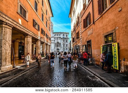 Rome, Italy - September 30 2018: Tourists Head Down One Of The Many Alleys Leading To The Piazza Nav