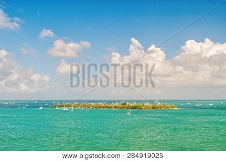 Isle Land And Sailboats In Turquoise Sea In Key West, Usa. Seascape With Sailing Boats On Cloudy Blu