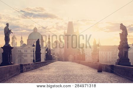 Dawn In Prague. Charles Bridge (karluv Most), Prague, Czech Republic.