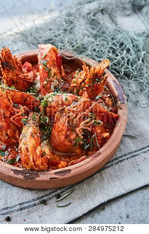 fresh prawns with the shell in tomato sauce