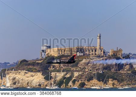 San Francisco, Usa - October 7, 2017: Patriots Jet Team Aerobatic Team Aero L-39 Albatros Jets Flyin