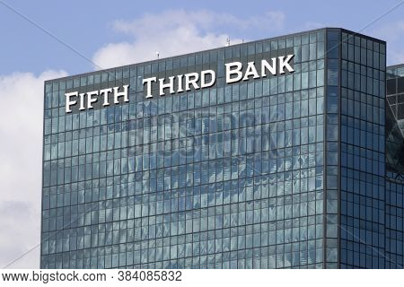 Toledo - Circa September 2020: Fifth Third Bank Tower. Fifth Third Services 15 Regions With More Tha