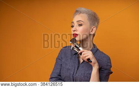 Close Up Portrait Makeup Artist. Make Up Courses. Concept Of Self Visage Masterclasess. Fashion Prof