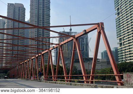 Makati, Ph - Oct 6 - Rockwell (estrella - Pantaleon) Bridge On October 6, 2018 In Makati, Philippine