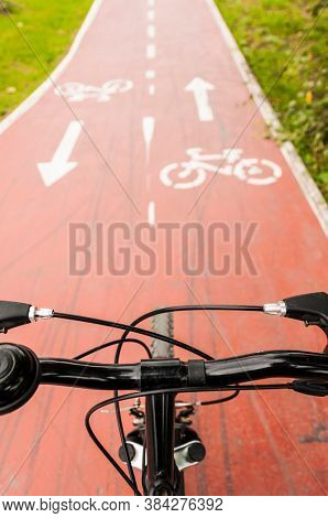 Bicycle sign on the bicycle lane